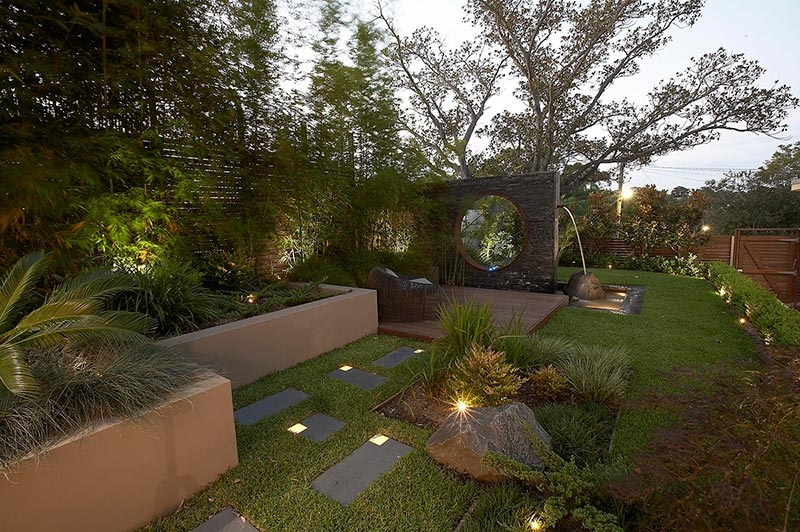 Modern landscape design ideas from rolling stone for Decor paysagiste jardin