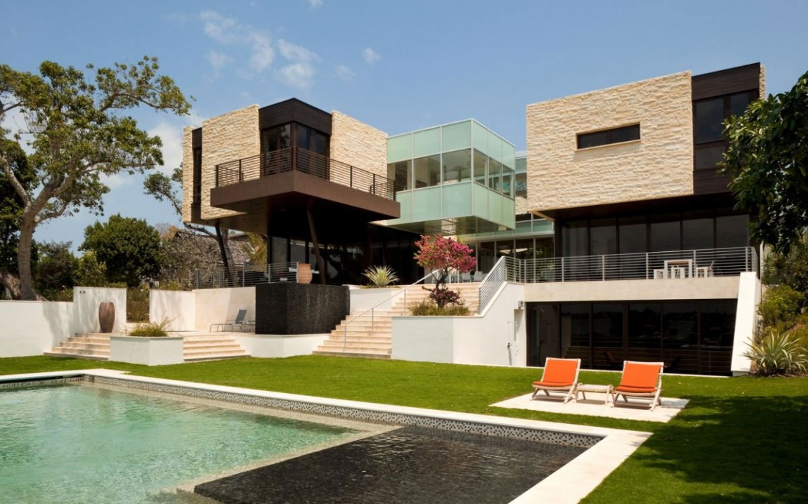 Luxury design modern residence by hughes umbanhowar for Modern big house design