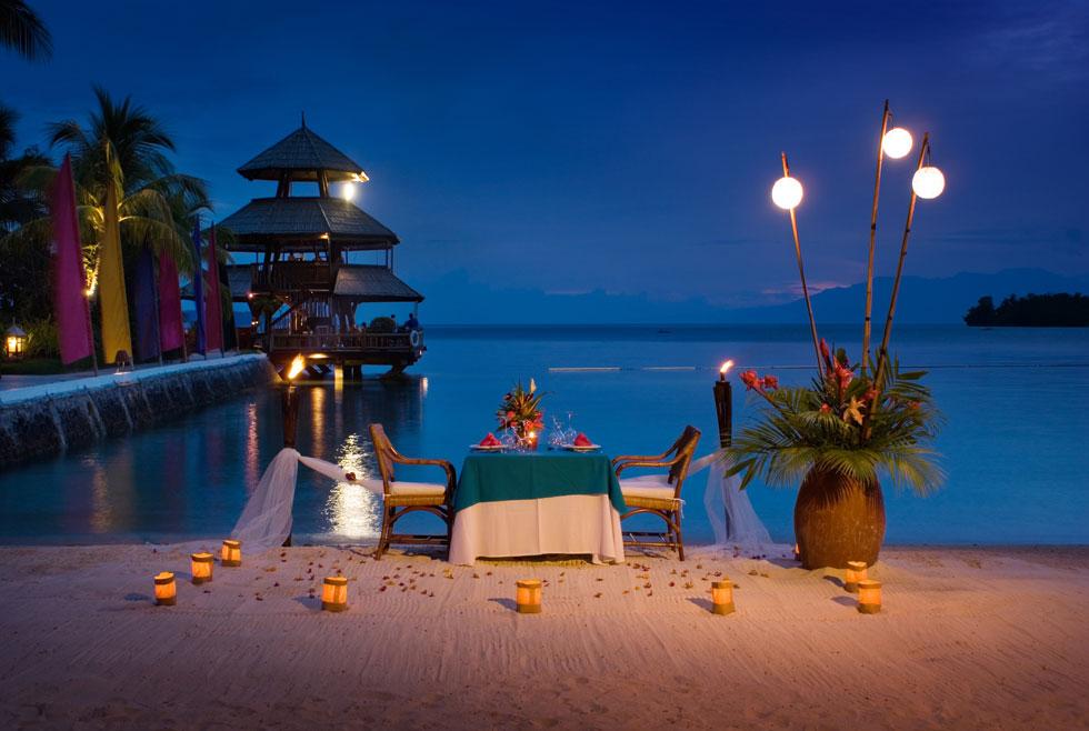 1-Pearl-Farm-Hotel-moonlit-beach-dinner