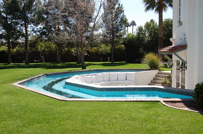 10-Sunken-seating-surrounded-by-the-pool-in-the-backyard