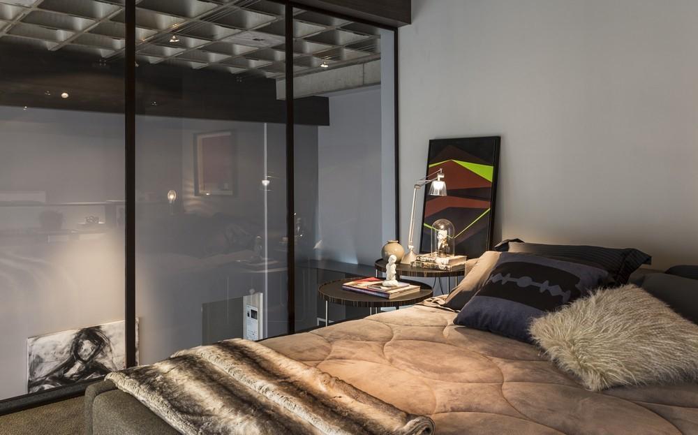 10-glass-bedroom-wall