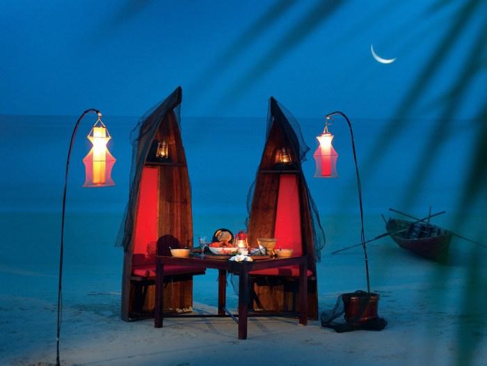 12-romantic-fishmonger-themed-beach-dinner