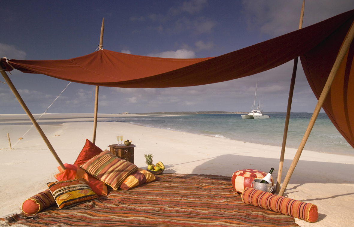13-beach-picnic-beneath-traditional-sails-with-cusions