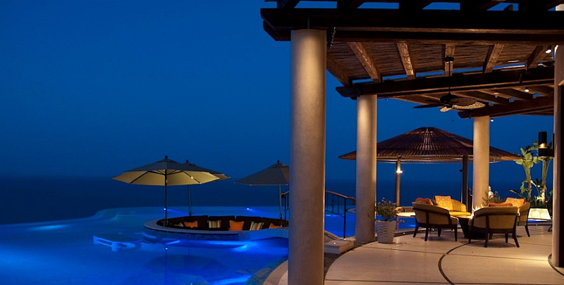 14-Sunken-lounge-in-the-pool-after-sunset