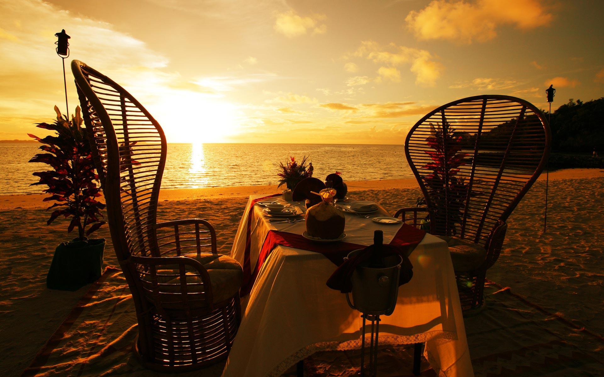 15-sunset-dinner-on-the-beach