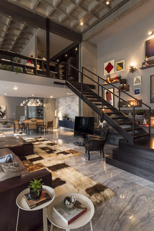 2-floor-to-ceiling-shot