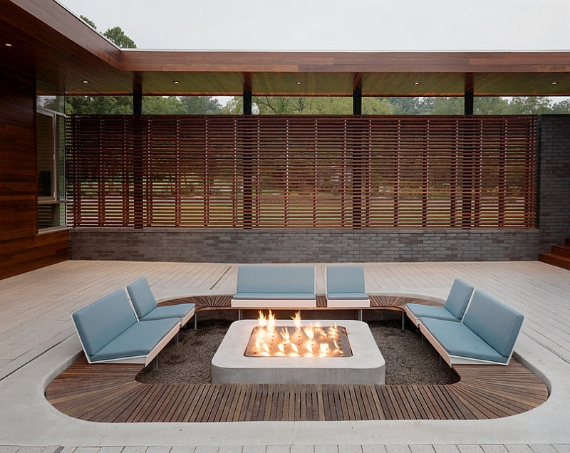 23-Sunken-patio-offers-ample-privacy-along-with-the-wooden-slats-that-surround-the-place