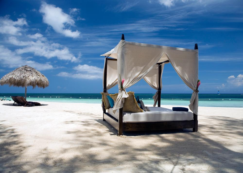 23-four-poster-beach-bed-relaxation