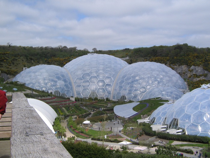 25-33-Worlds-Top-Strangest-Buildings-eden-project