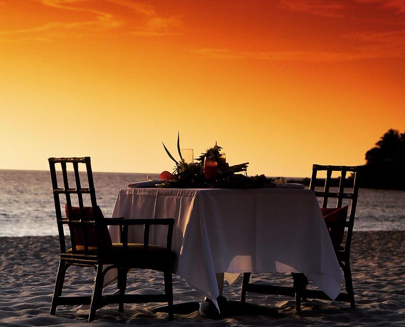 26-dinner-on-the-beach-under-an-orange-sky