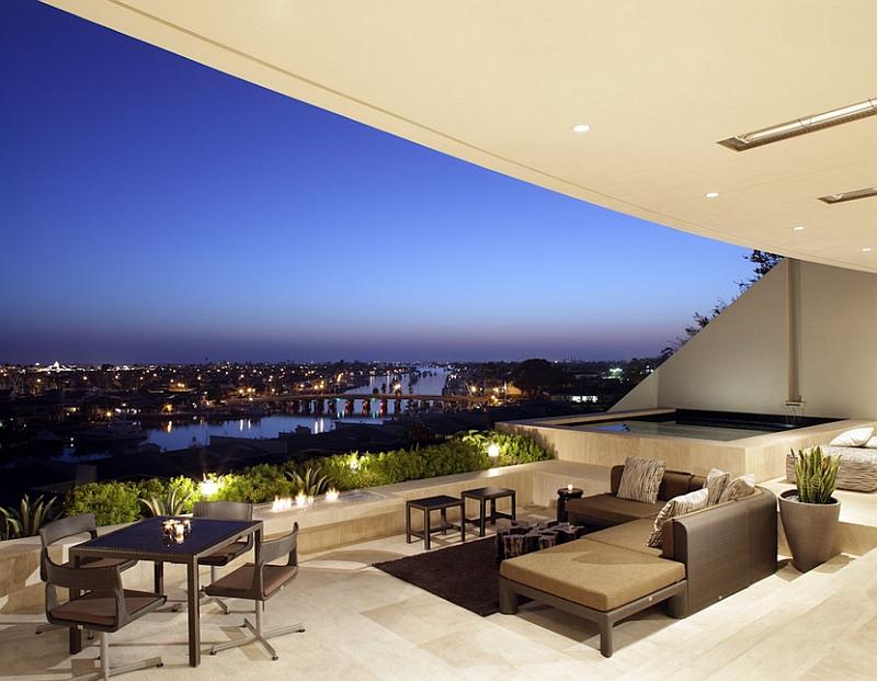28-Stunning-sunken-patio-offers-breathtaking-city-skyline-views