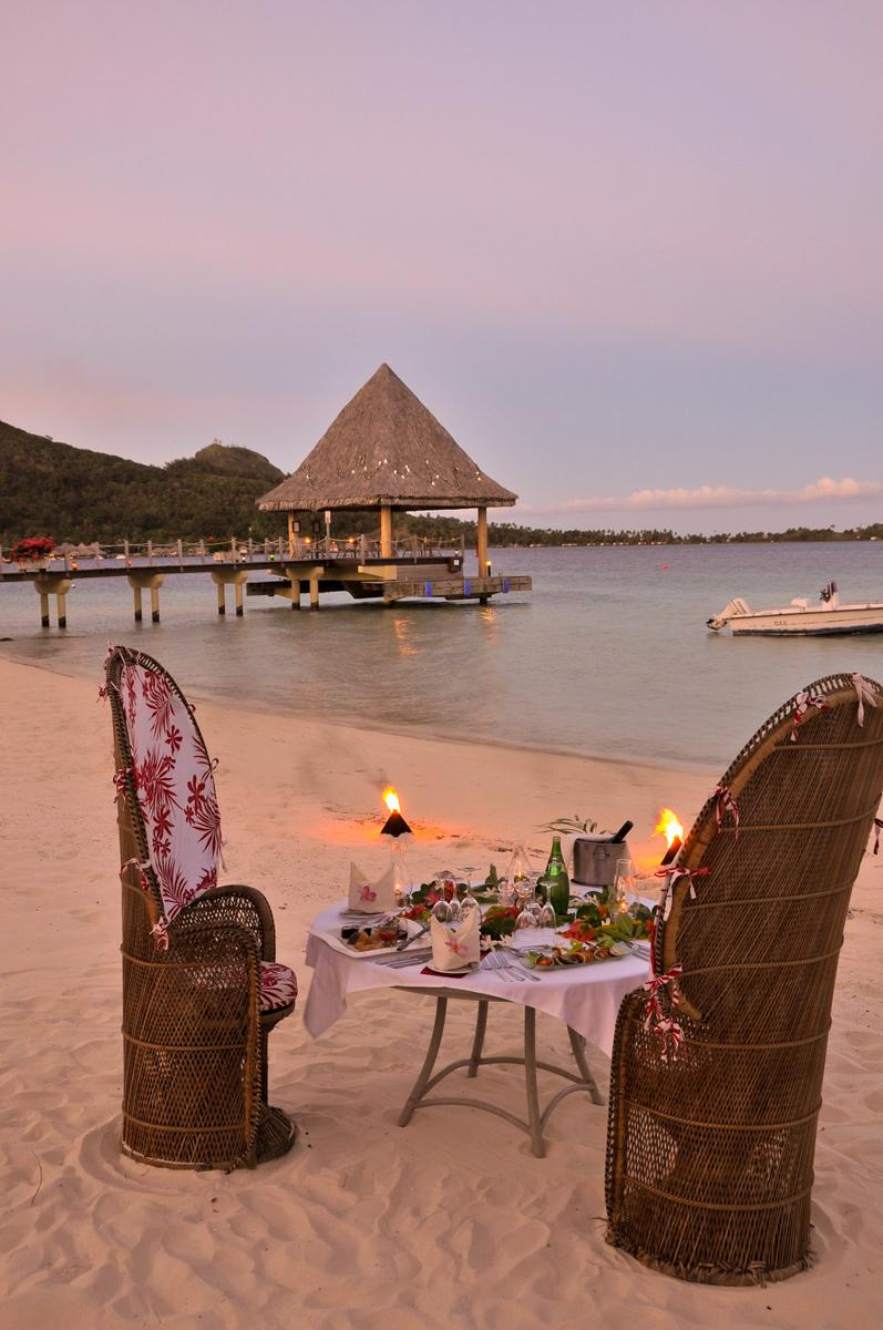 28-candle-lit-beach-dinner-by-the-lagoon