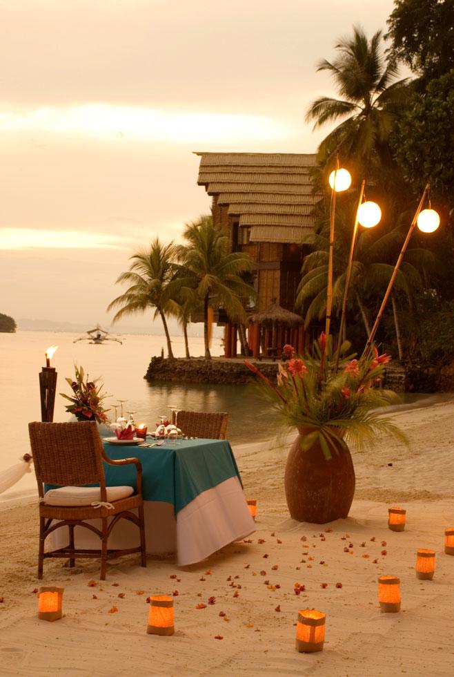 3-Pearl-Farm-Hotel-beach-dinner-set-up-evening