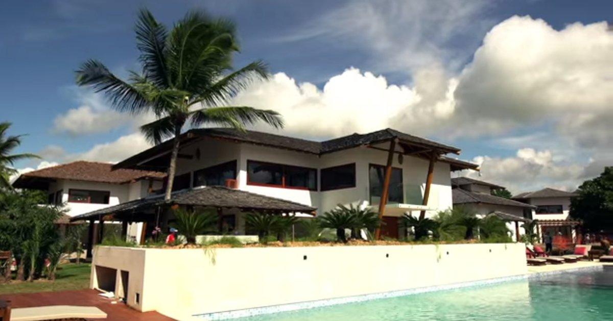 Each villa has at least 5 bedrooms.