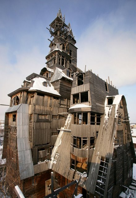 33-33-Worlds-Top-Strangest-Buildings-gangsterhouse
