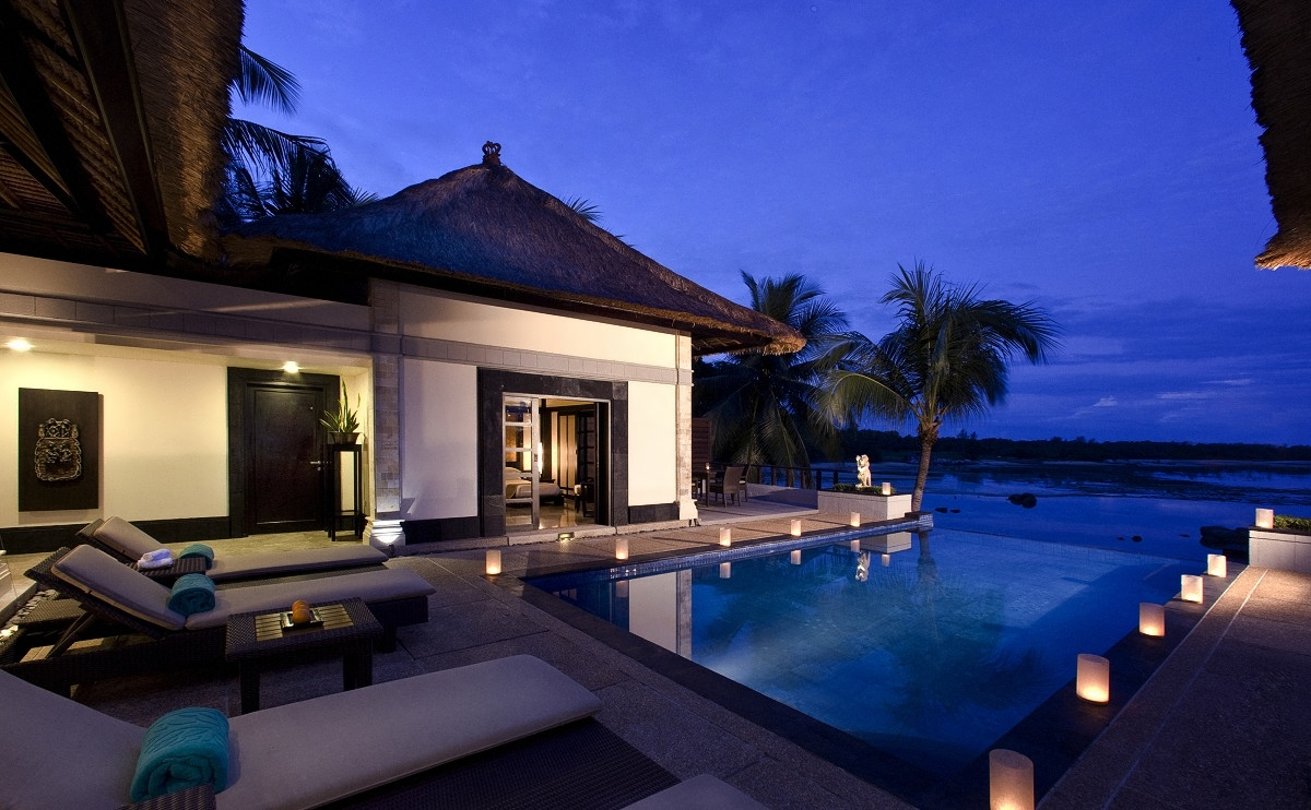 4-romantic-infinity-pool-bungalows-with-island-views