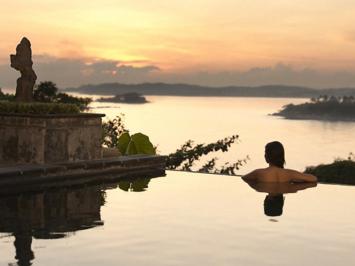 5-romantic-infinity-pool-with-island-views