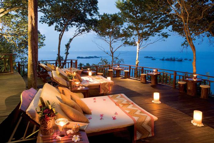 9-romantic-lounging-on-the-deck-by-lantern-light-with-views