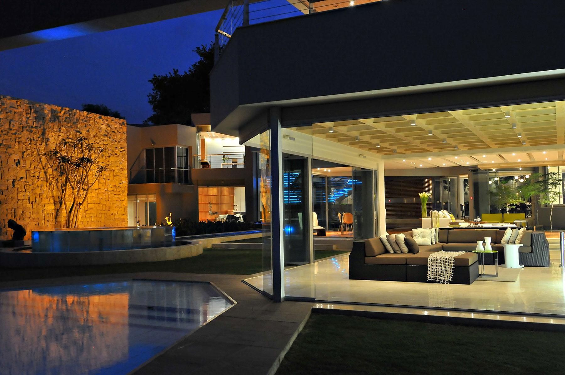 Glass House By Nico Van Der Meulen Architects on Modern Luxury House In Johannesburg