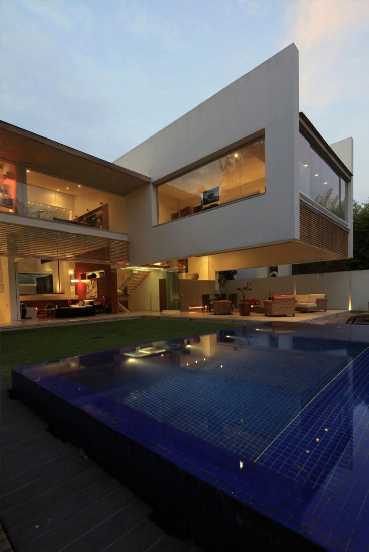 Godoy-House-03-1-735x1100