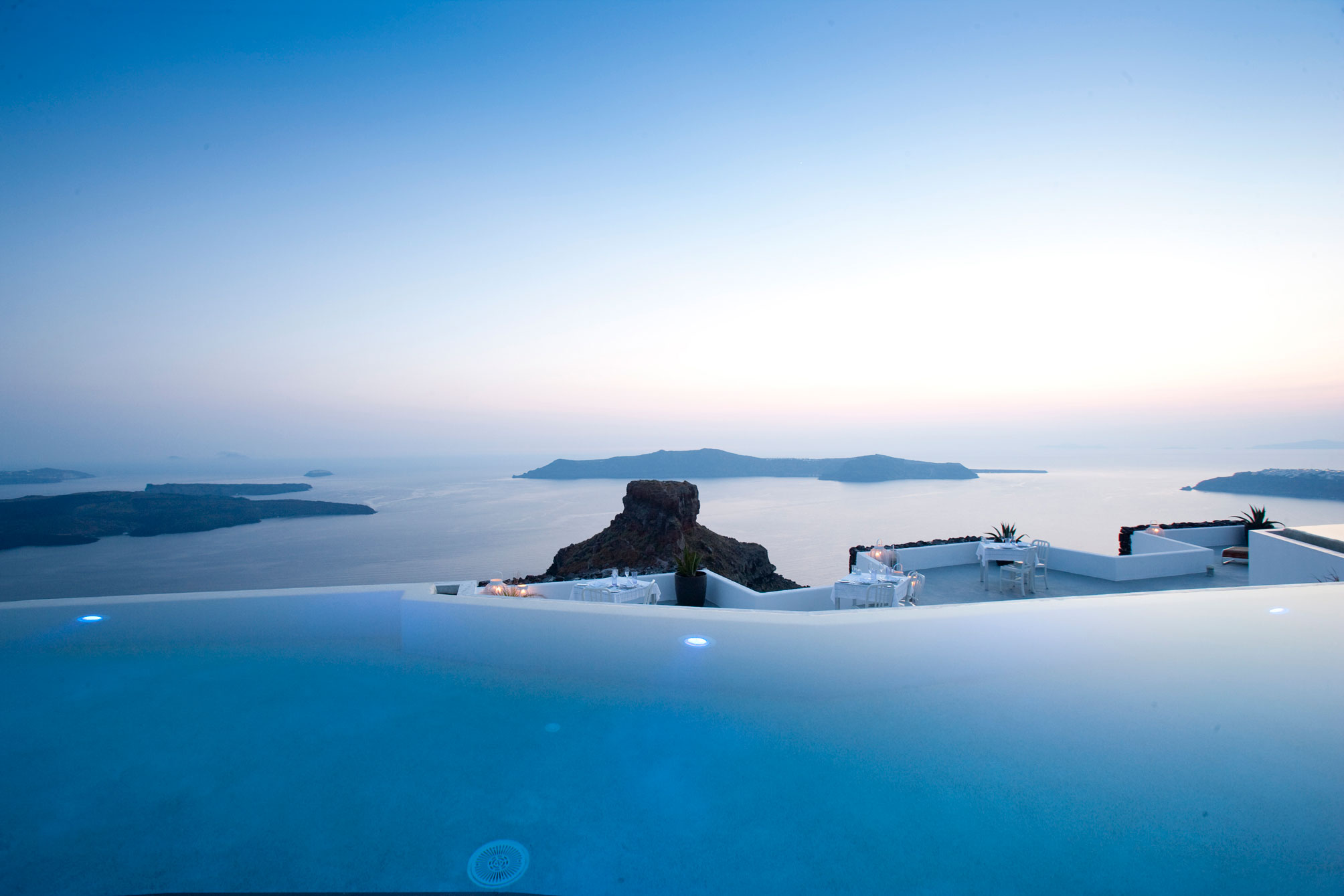 Grace-Santorini-Hotel-01-1