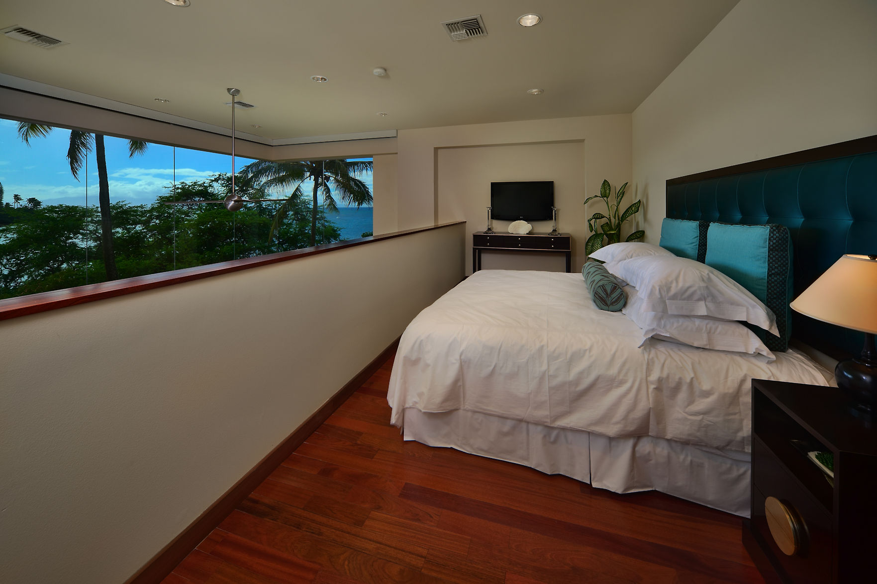 Hawaiian Style Bedroom: Stunning New Luxury Residence In Hawaii By Arri Lecron