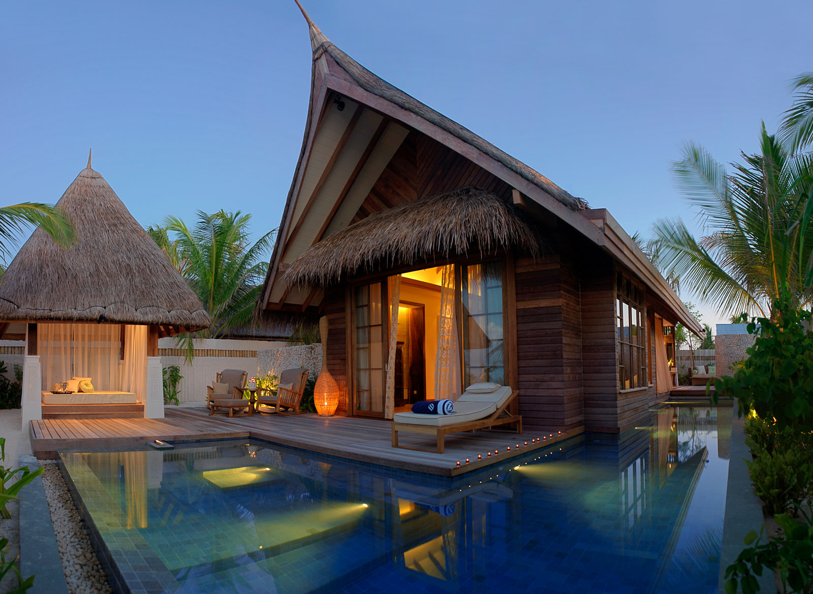 Jumeirah vittaveli resort in maldives architecture design for Beach villa design ideas