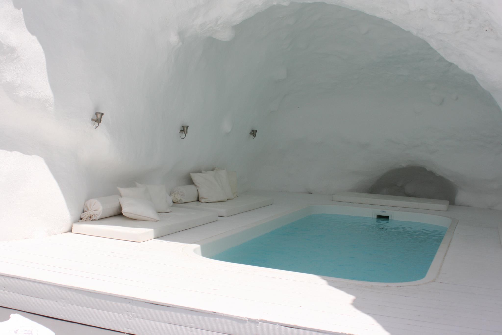 Katikies-Hotels-in-Oia-18