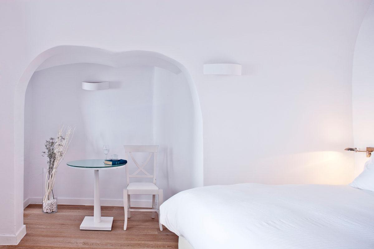Katikies-Hotels-in-Oia-25