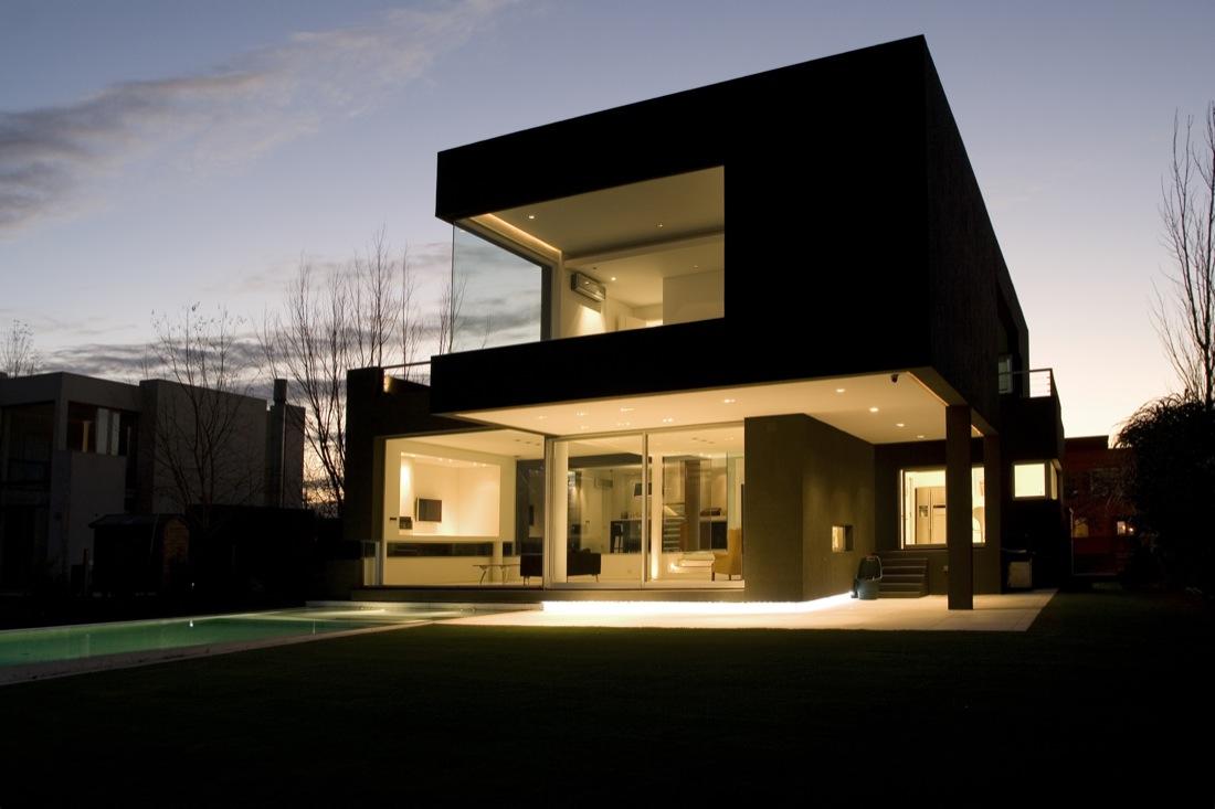 The-Black-House-01-5