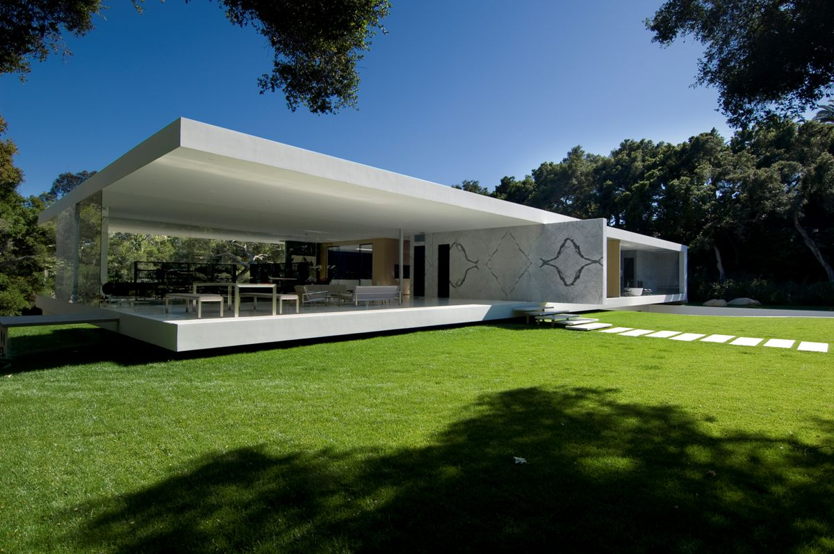 The glass pavilion an ultramodern house by steve hermann for Best house designs for middle class