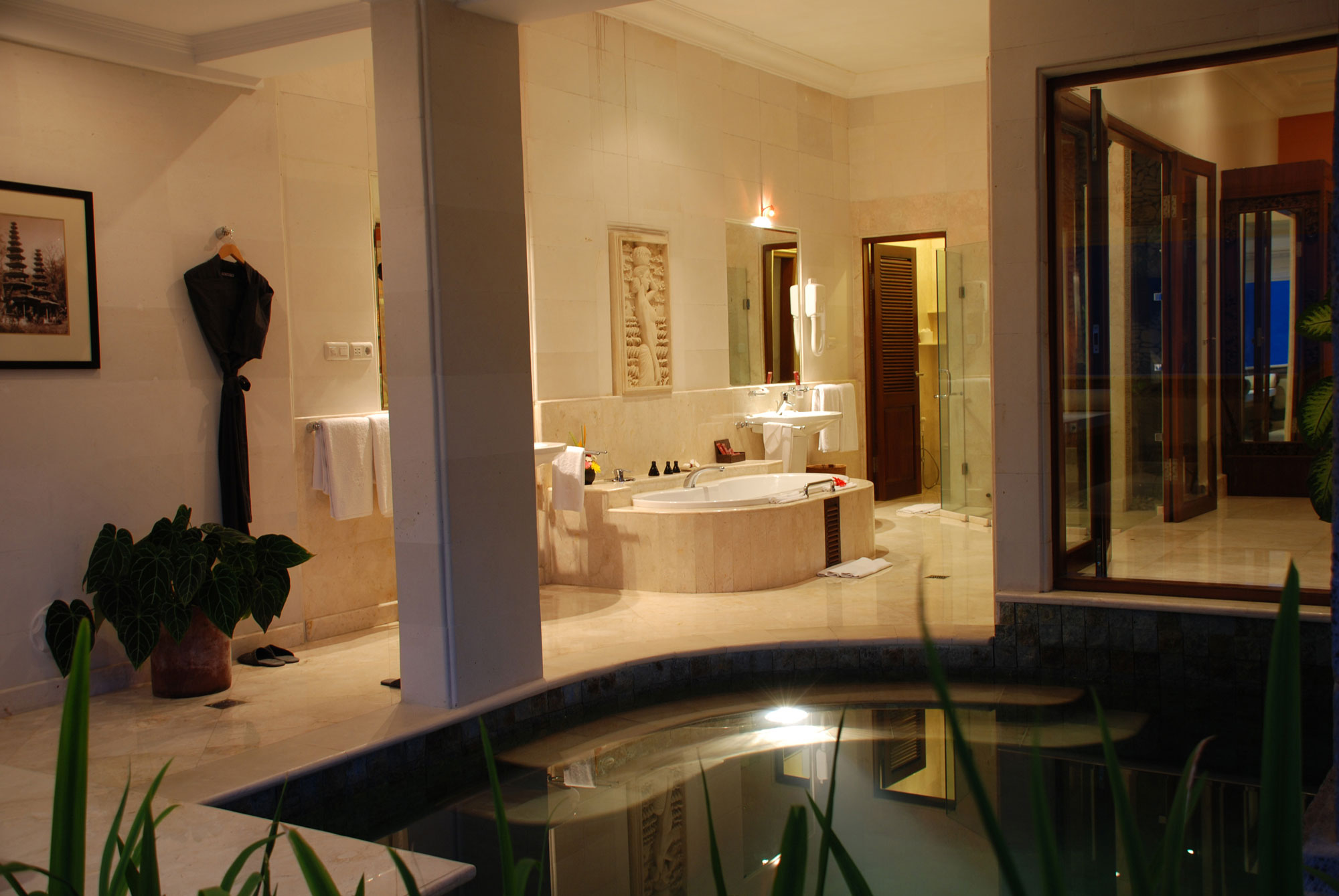 5 star viceroy bali resort in the valley of the kings for 5 star bathroom designs