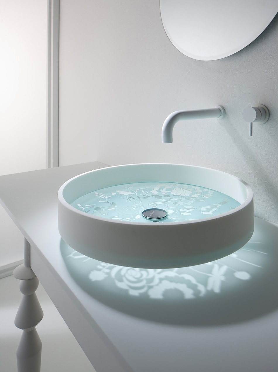 1 Glass bottomed sink 30 Extraordinary Sinks That You Will
