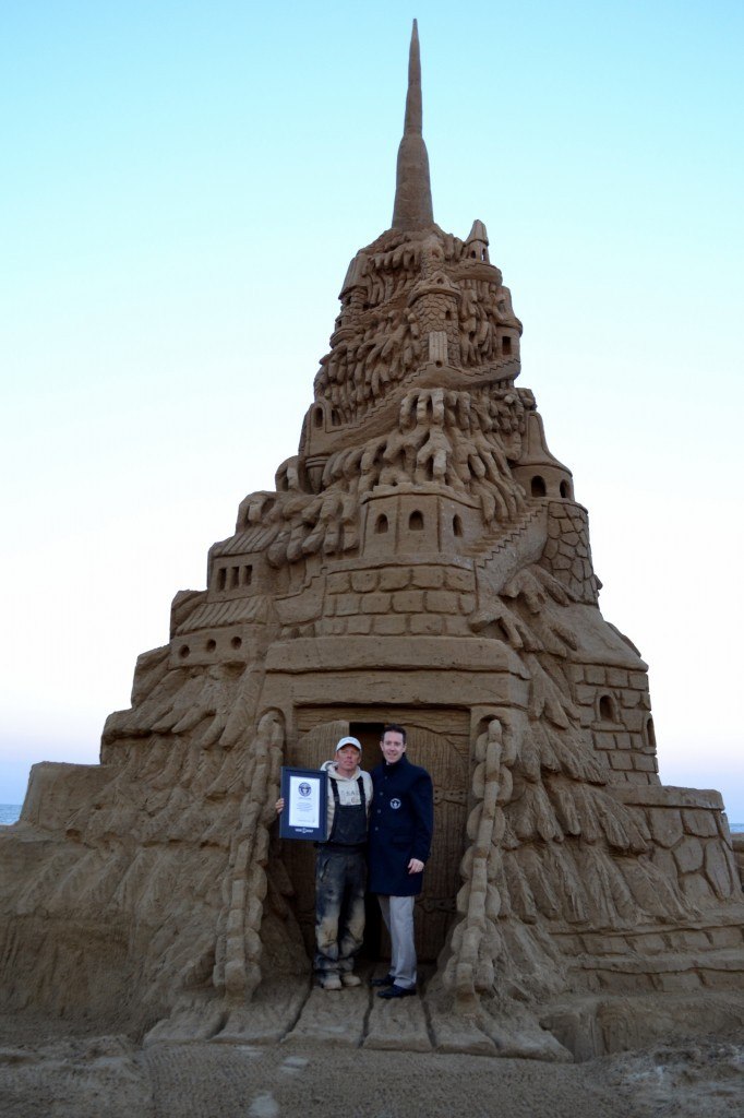 1-Worlds-Tallest-Sandy-Castle