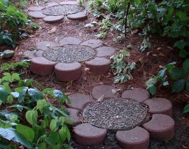 25-Lovely-DIY-Garden-Pathway-Ideas-05