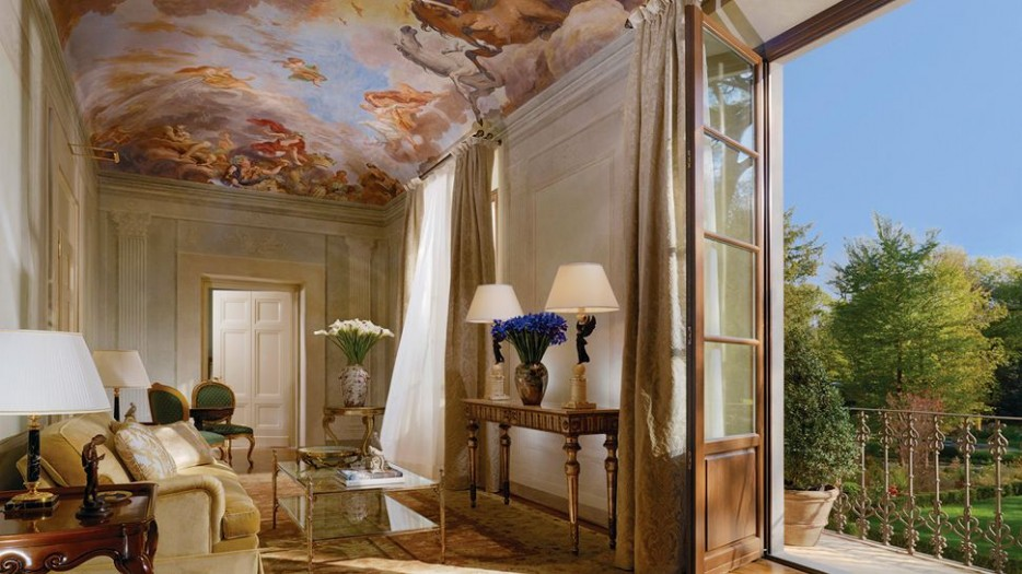 58-living-room-with-terrace-ceiling-mural