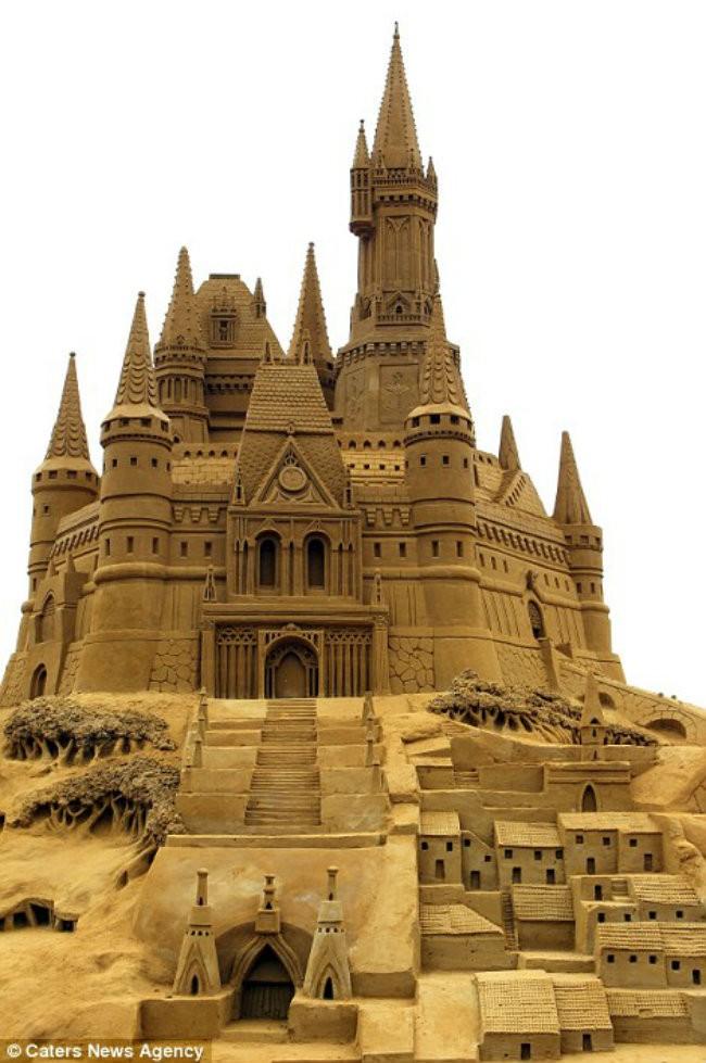 9-Sand-Sculpture-Festival-in-Blankenberge