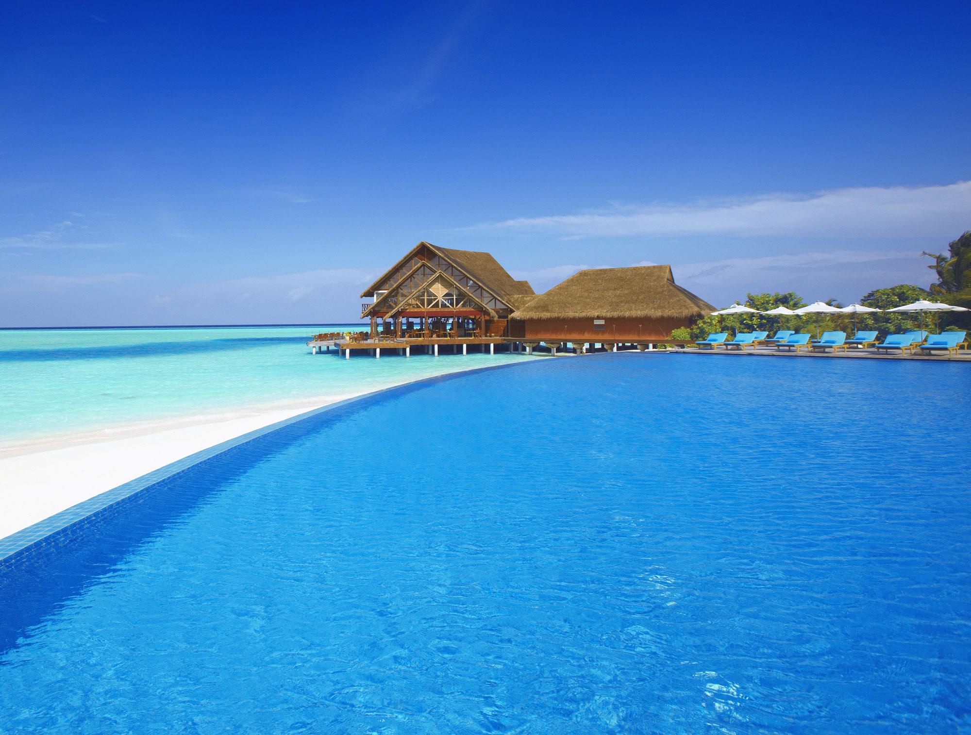 Anantara-Dhigu-Resort-01