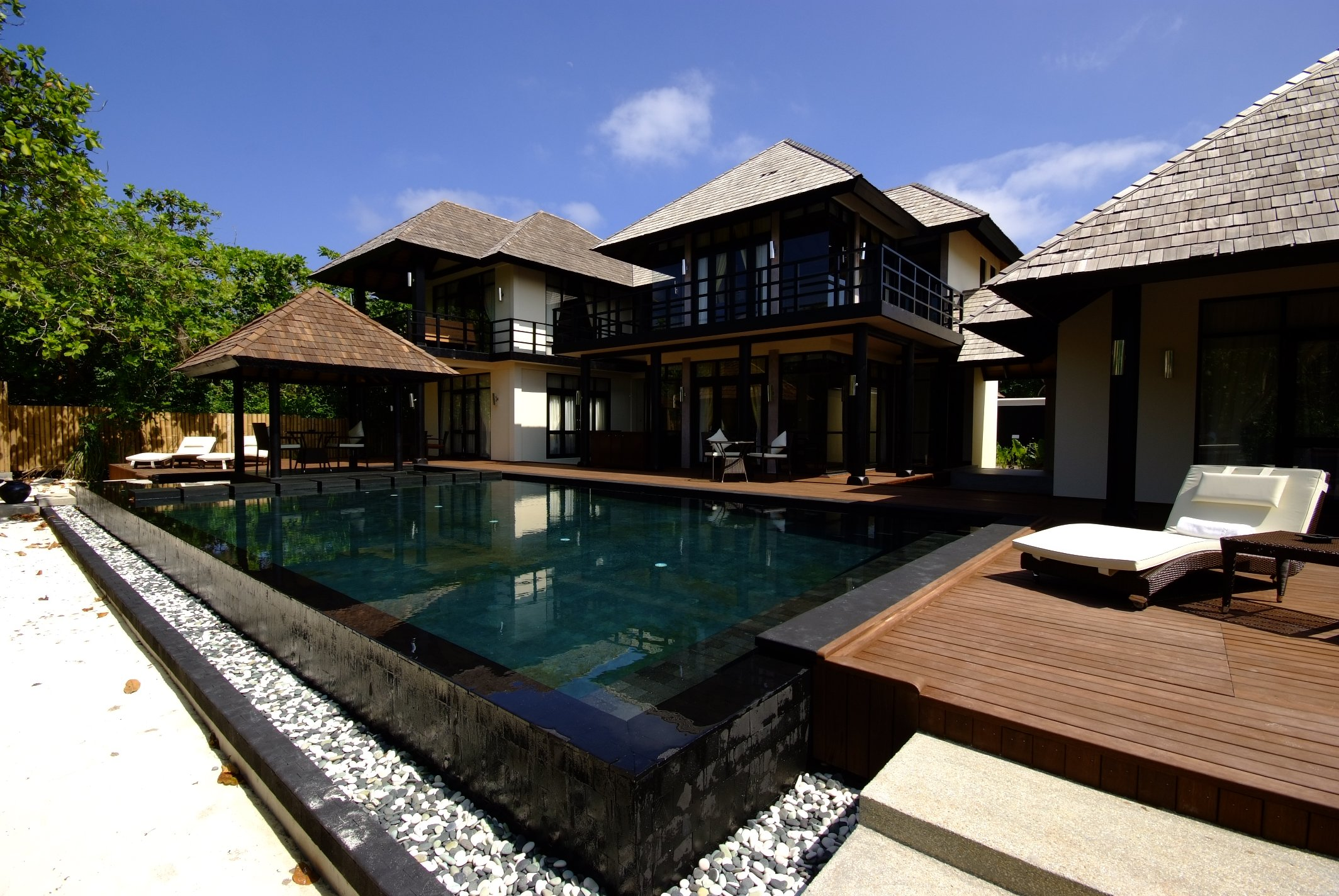 Iruveli a serene beach house in maldives architecture for Beach villa design ideas