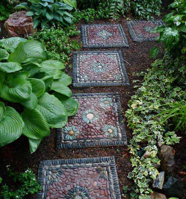 21 diy stepping stones to brighten any garden walk for Diy garden stepping stones