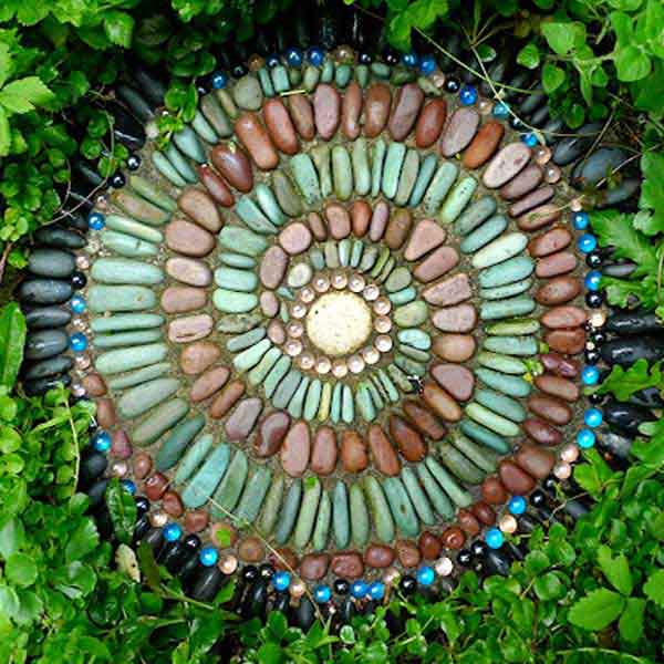 Cool-DIY-Stepping-Stone-11
