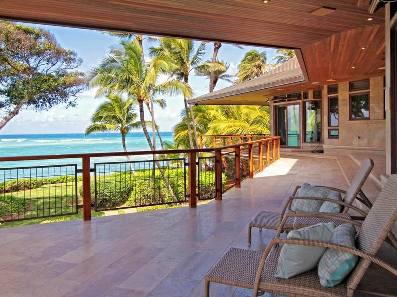 Magnificent-North-Shore-Beachfront-Home-04