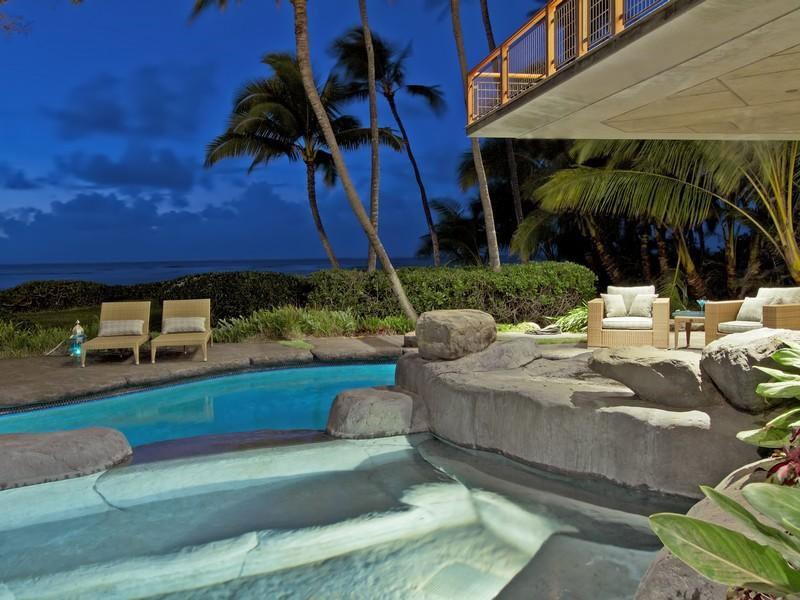 Magnificent-North-Shore-Beachfront-Home-25