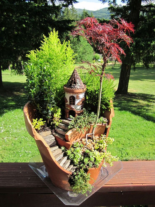 broken-pot-fairy-garden-4