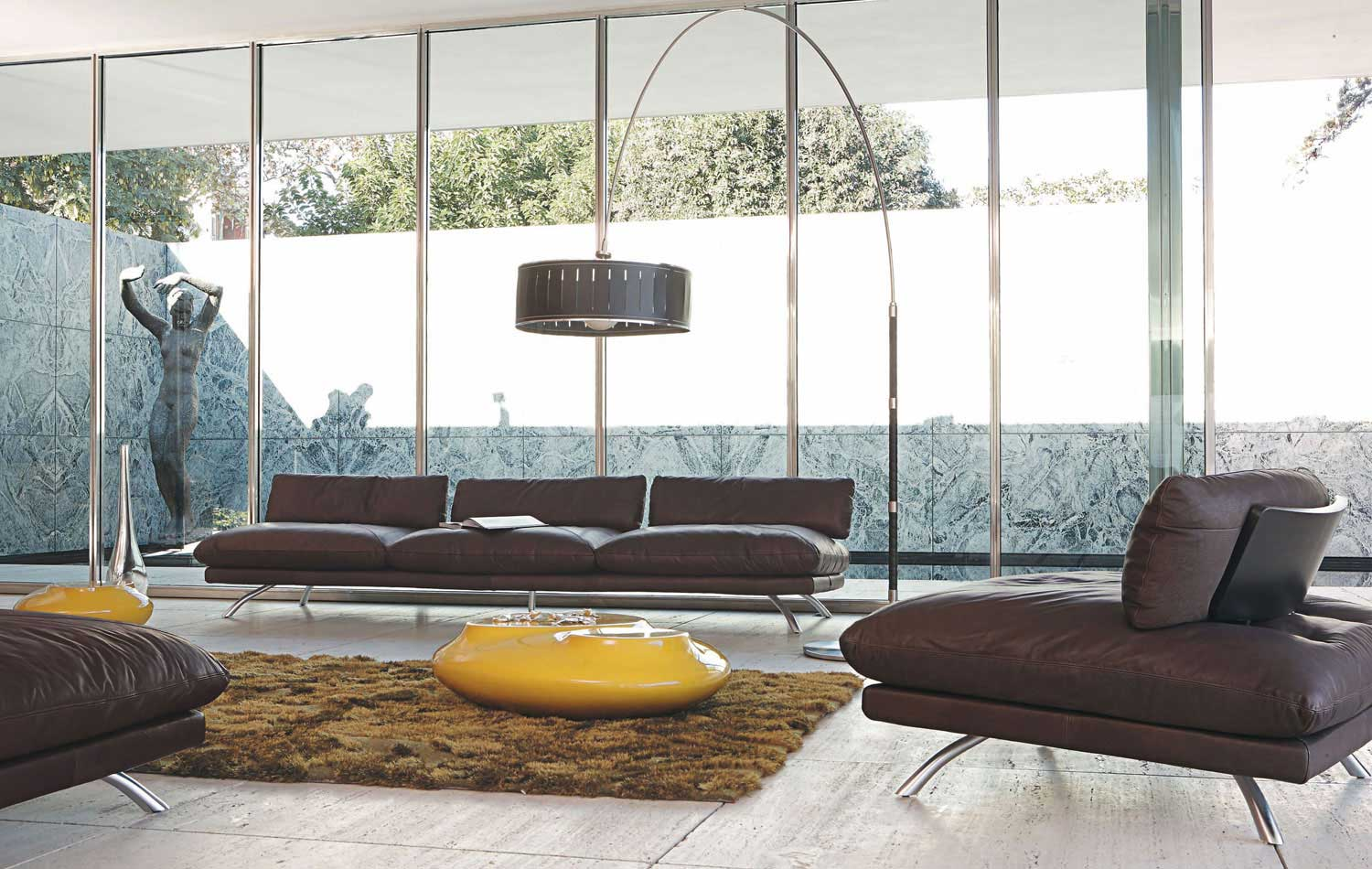 Living room inspiration 120 modern sofas by roche bobois for Salon en cuir roche bobois