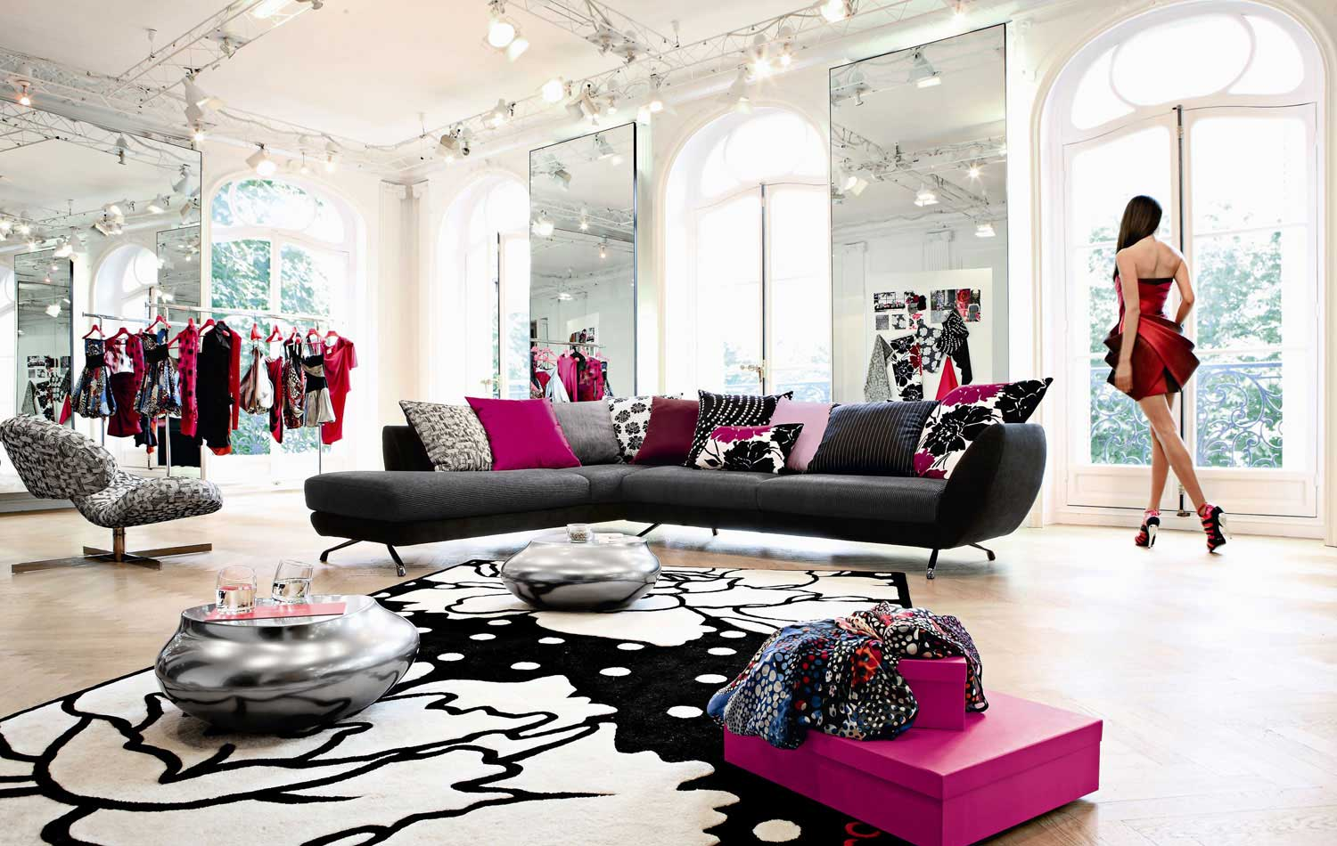 Living room inspiration 120 modern sofas by roche bobois for Black front room furniture