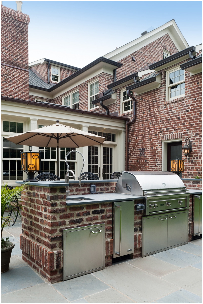 10 Amazing Outdoor Barbecue Kitchen Designs