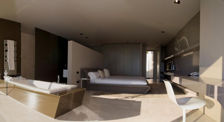 14-no-bathroom-walls-for-a-master-bedroom