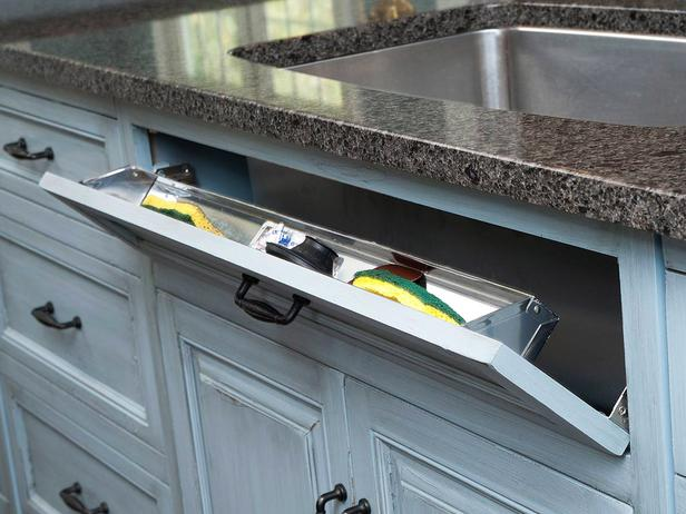 22-Mullet-Cabinetry-Kitchen-Sink-Pull-Out