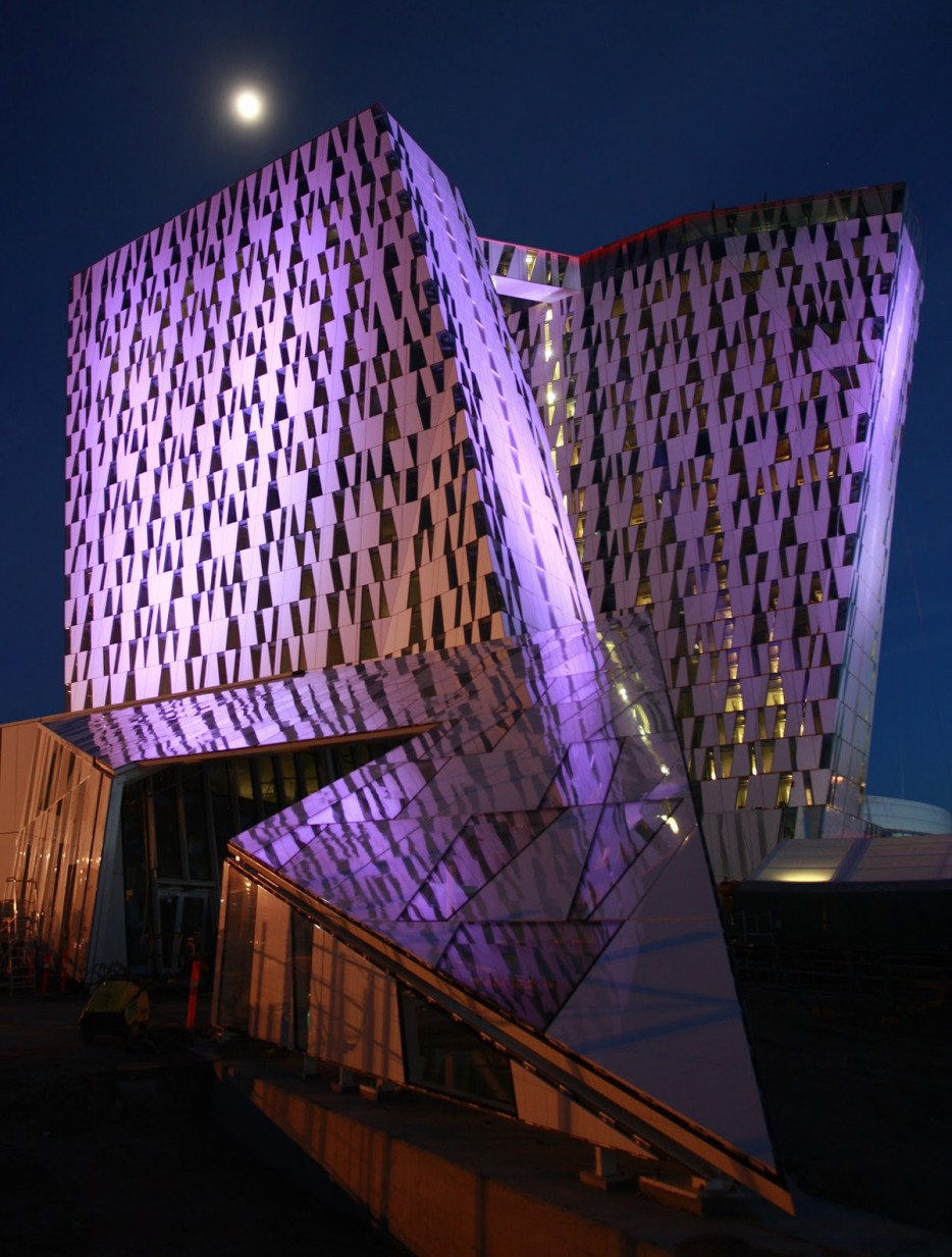 29 beautiful engineering marvels that come alive at night for Sky design hotel
